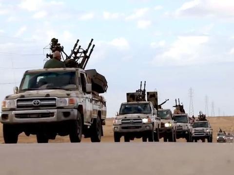 伊朗反击!牵制美军主力,俄突然出兵中东,数千精锐助叛军攻首都