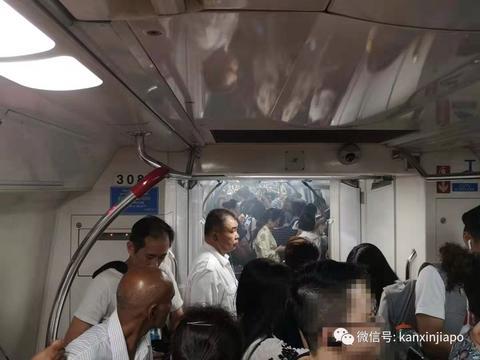 冒白烟、擦火花、发出巨响!新加坡地铁百余名乘客紧急撤离