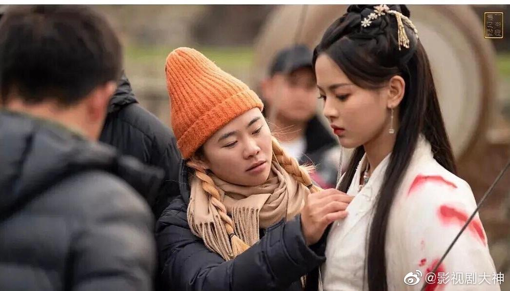 杨超越和徐开骋主演的《且听凤鸣》路透曝光,这次的造型怎么样?