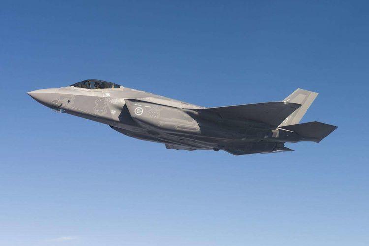 美国新军事发展草案:将在2020年增加400架五代机,2艘核动力航母