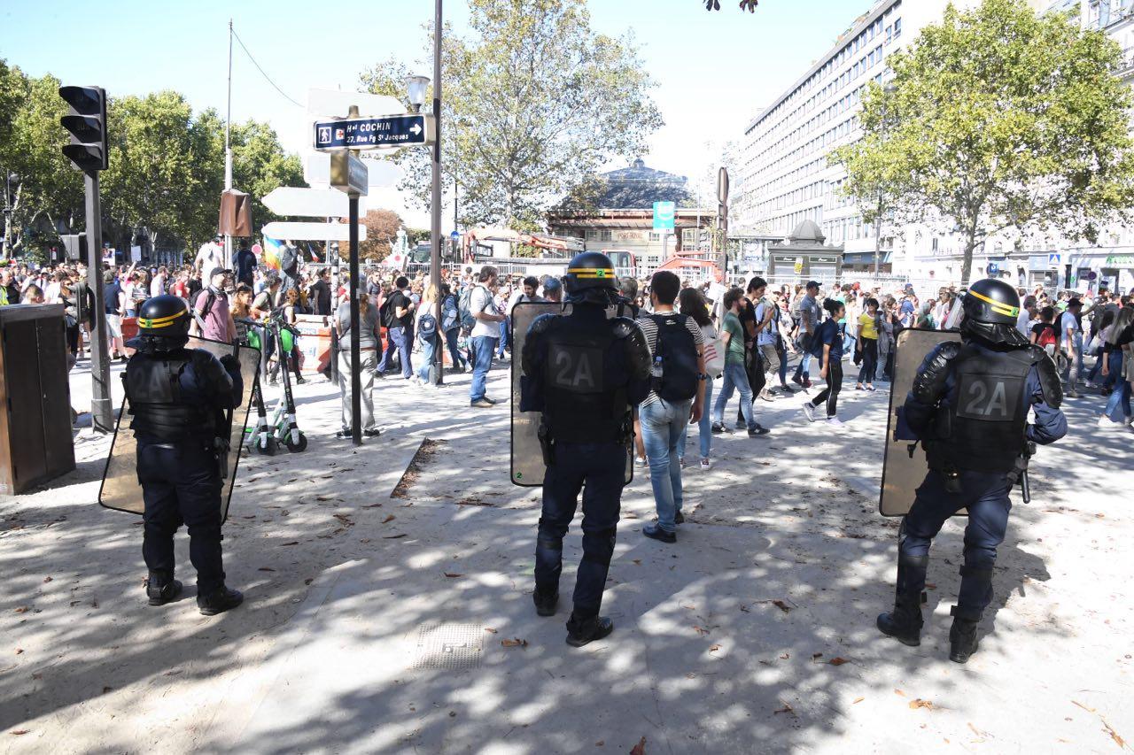巴黎警方太难了,伊达尔戈称警方反应过度打击民众抗议热情