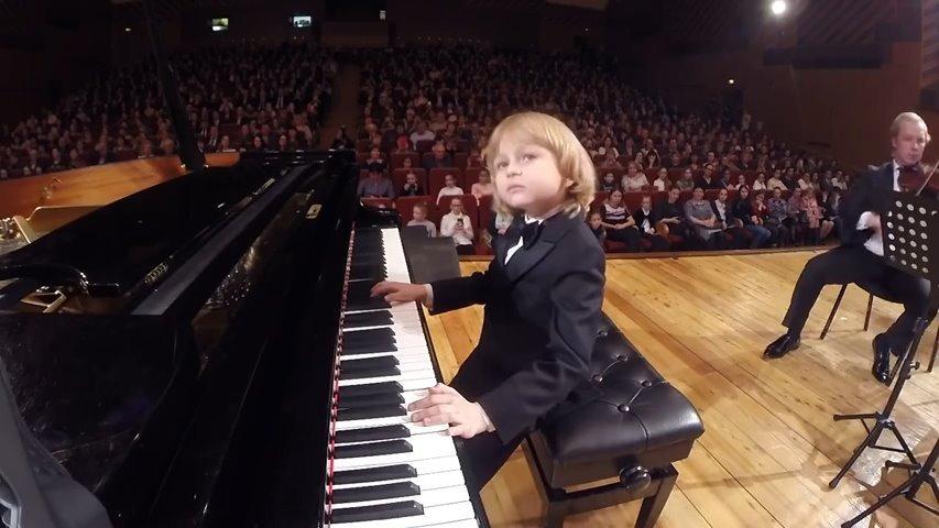 俄罗斯钢琴天才神童Elisey Mysin的经典live-莫扎特钢琴协奏曲
