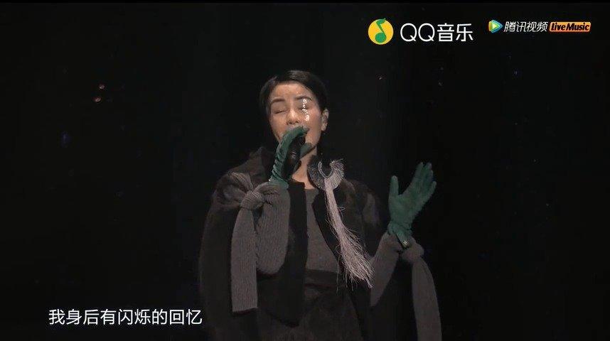 王菲在 2016 年幻乐一场演唱会上