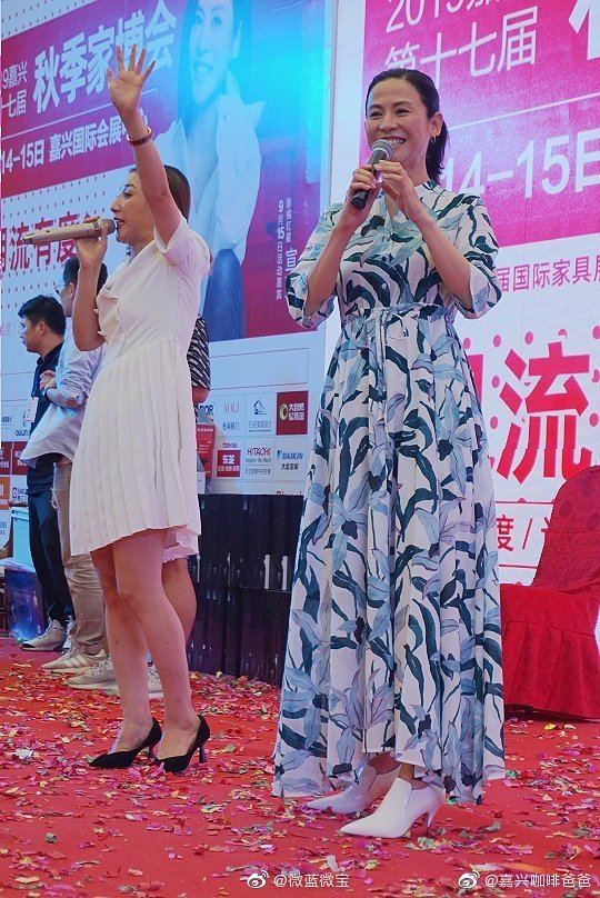 图片:TVB女神宣萱今天在嘉兴会展中心。来源