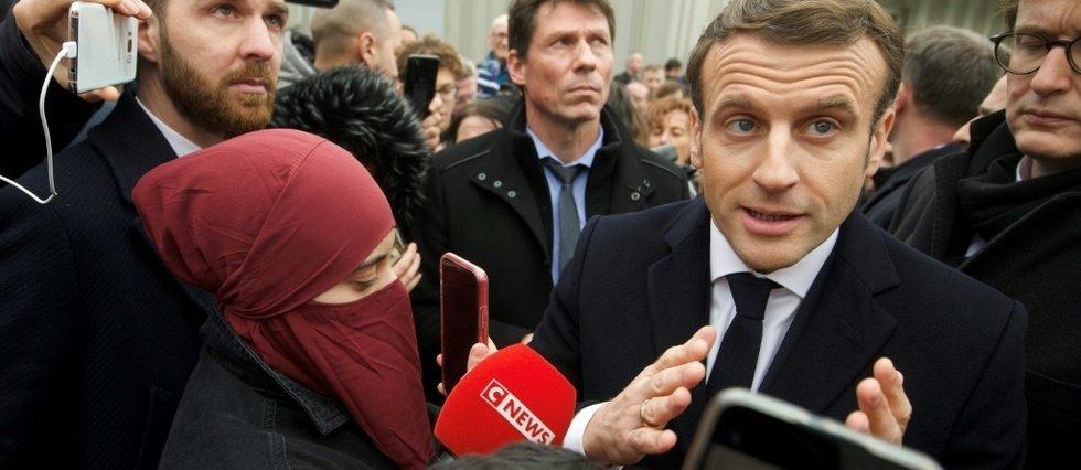 穆斯林女孩拒戴头巾遭父亲毒打
