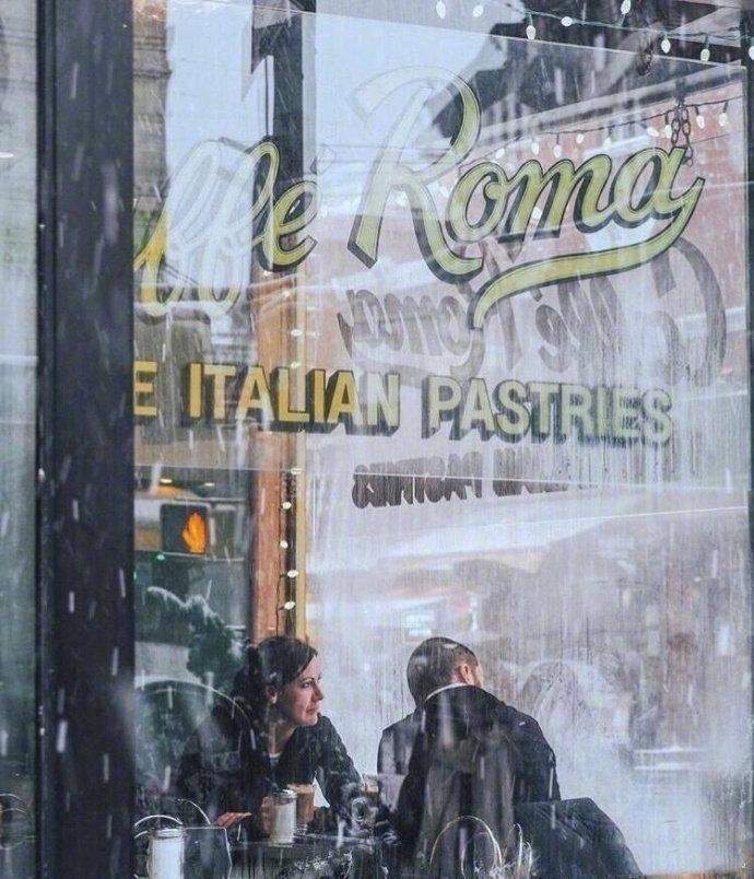 想和喜欢的人 一起在雪中漫步 一不小心就白了头