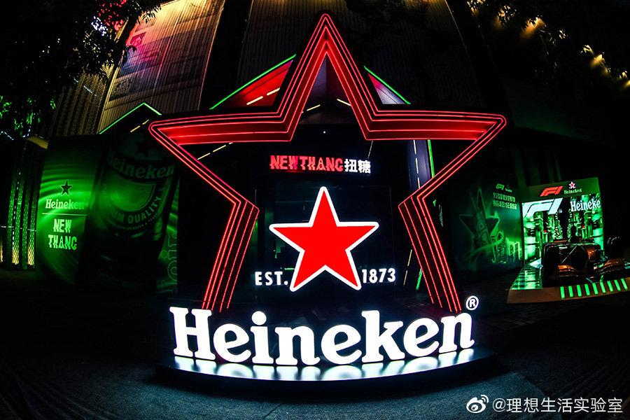 """8 月 16 日晚,我们去到了喜力在成都东郊记忆举办的""""星""""潮派对"""
