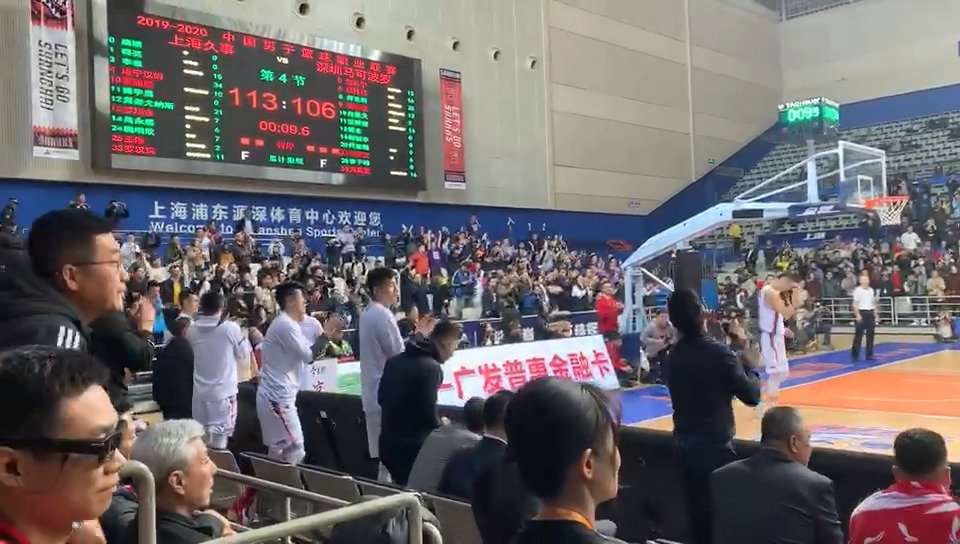久旱逢甘霖,上海男篮终于赢球了!球队主场作战,凭借末节逆转
