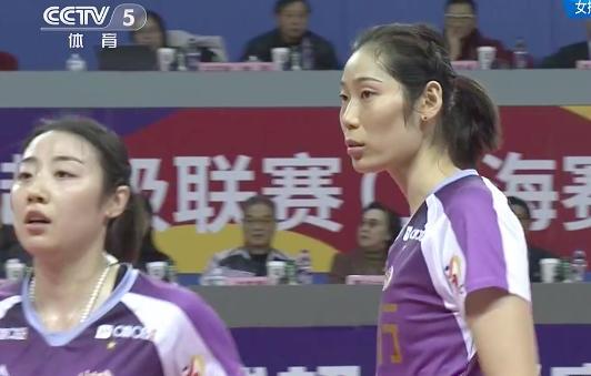 女排队长压制李盈莹,双外援狂轰15分,朱婷1局只拿2分