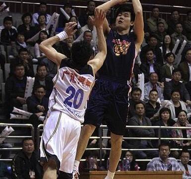 走出舒适区!王仕鹏回忆当年改投篮姿势 男篮现役国手真该学学他