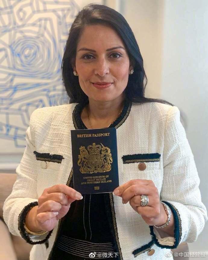 英国护照封面将换回蓝色 内政大臣:找回国家认同
