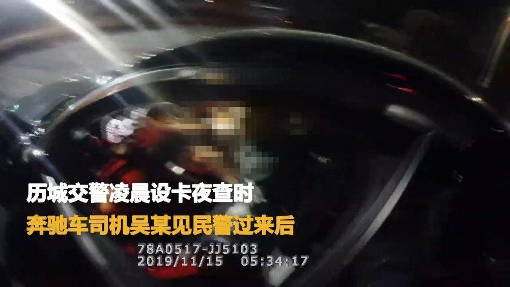 11月15日,山东济南,历城交警凌晨设卡夜查时