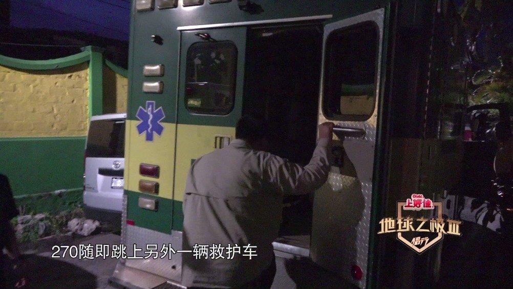 救援队又接到一起摩托车事故,伤者双脚开放性骨折