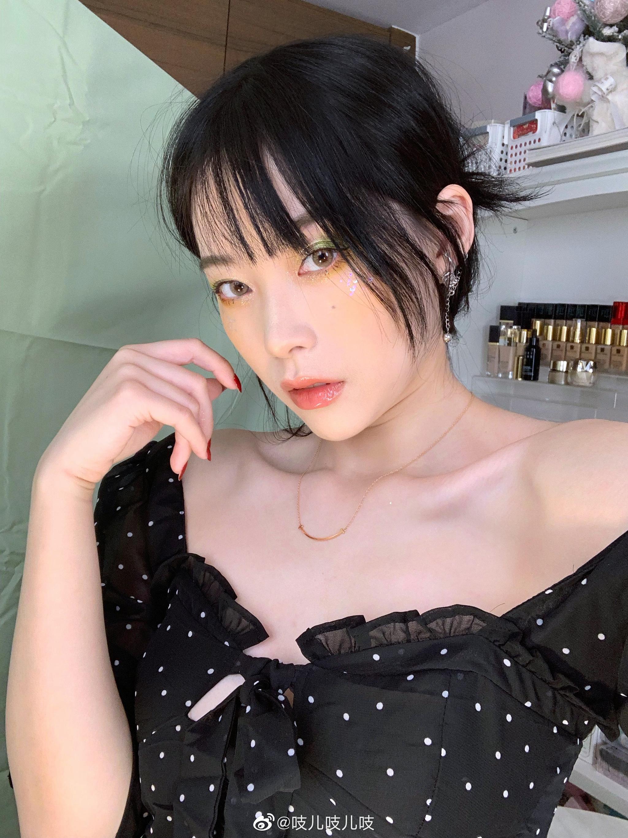 強色妹色_今天画牛油果色等俺视频!( )