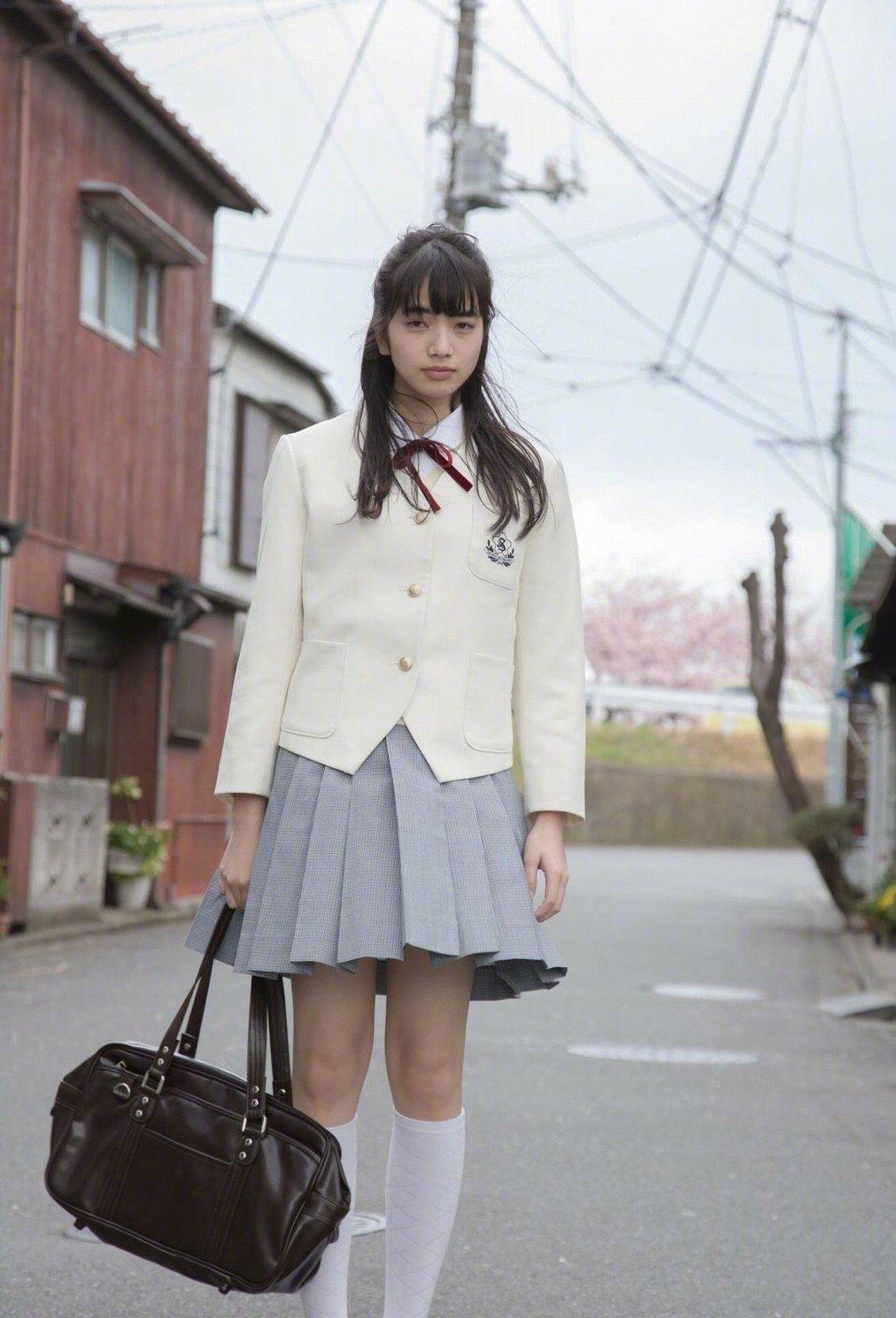可爱的小松菜奈 写真集《放学后》