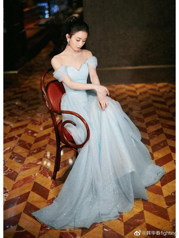 赵丽颖阅文盛典精美造型,一袭长裙尽显玲珑美