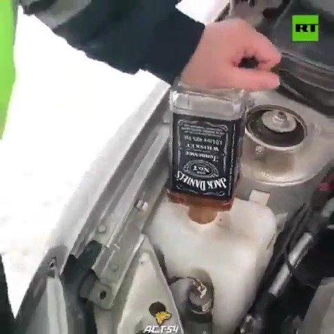 巡逻车没有防冻剂了怎么办?西伯利亚交警有杰克·丹尼尔斯
