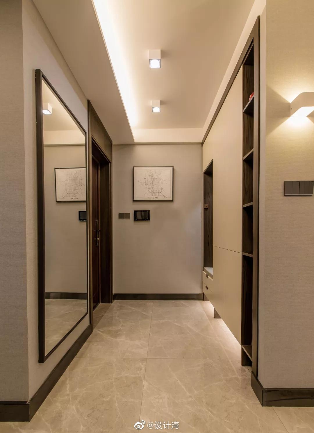 今天分享的是一套建筑面积102平米的现代轻奢风三居室案例