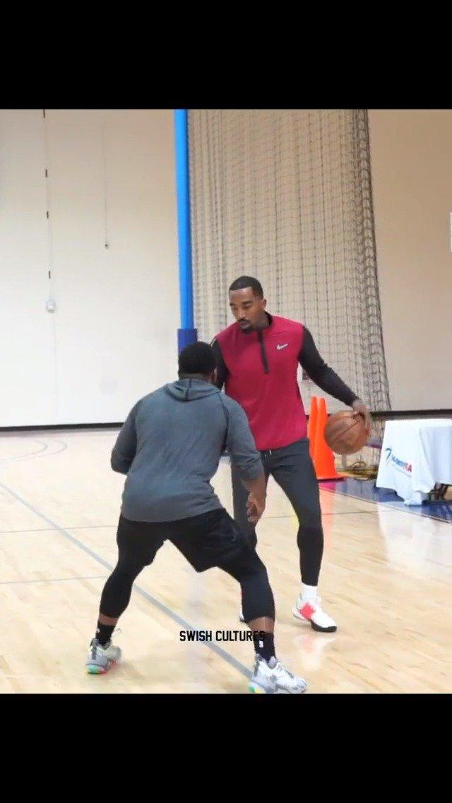 JR史密斯近期的训练视频,一些针对上篮终结以及运球衔接投篮的练习