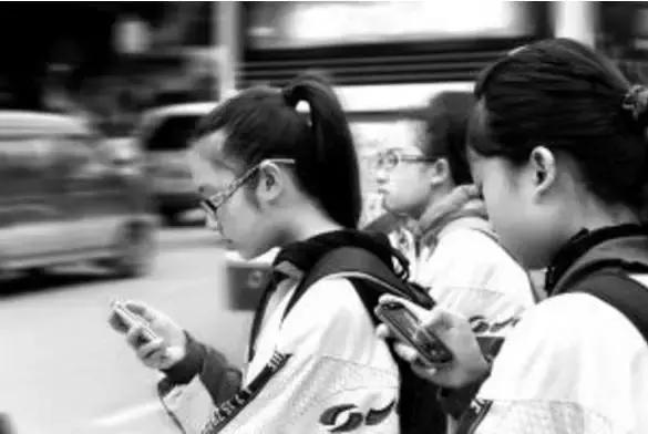 不想让手机毁掉孩子,家长必须做到这5点,不能不看!!