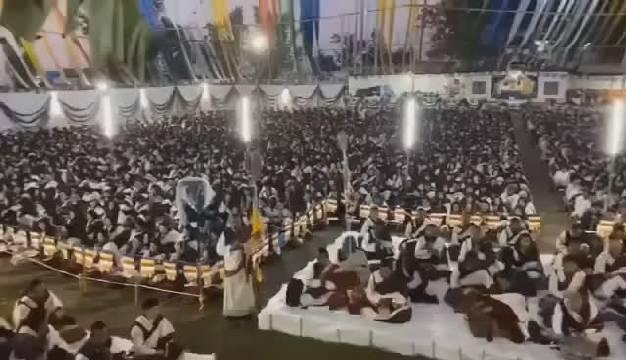 今天的不丹,8000瑜伽士集体修法,为中国人民祈福。中国加油。