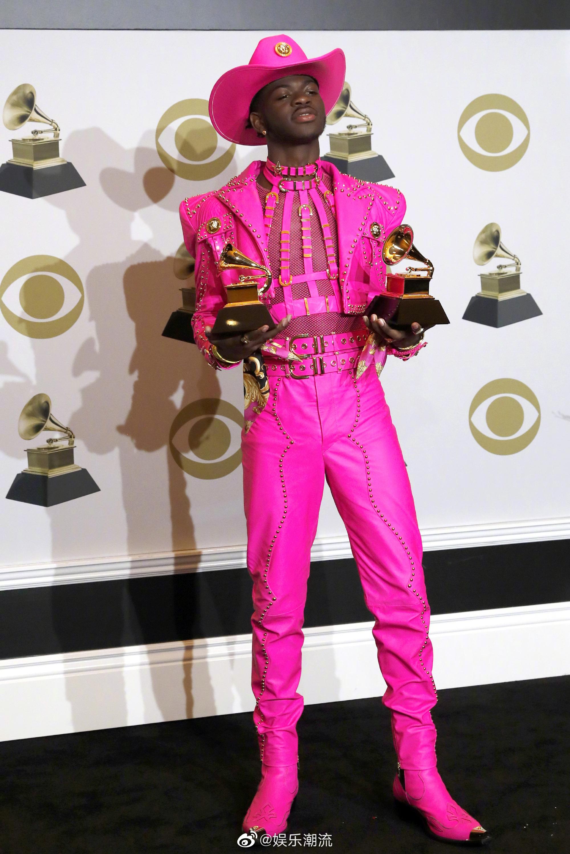 Lil Nas X 的格莱美look | 粉墨男孩登场,这个荧光粉真的快亮瞎我