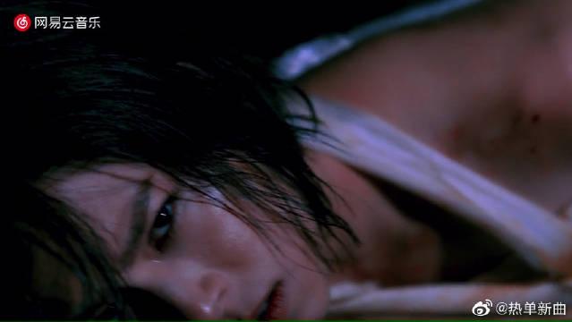 《以爱情的罪名》MV。我骄傲又痛恨,我这谦卑的懦弱。我易碎却姑息