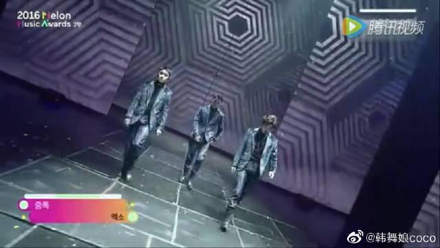 EXO《MAMA》这段表演真是帅哭,应援好吓人,演唱会即视感
