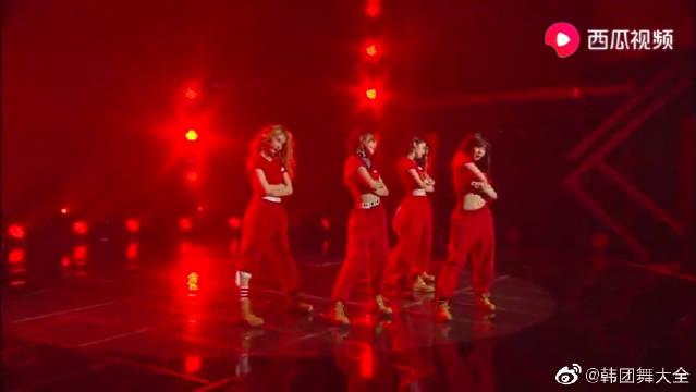 回味经典!4Minute打歌舞台,成员们的喜庆红着装惊艳全场。