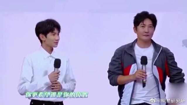 """大小""""源哥""""同台?郭京飞自称是TF老boys里的王源,太好笑了!"""