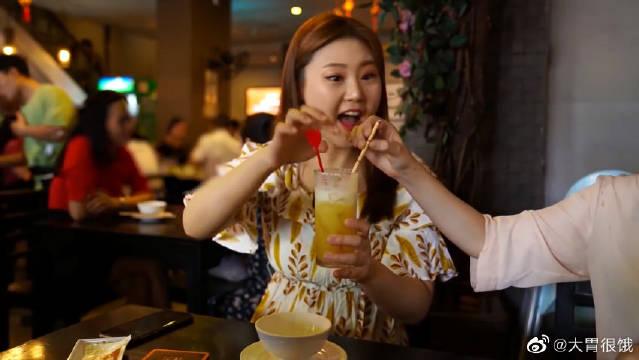 韩国GNI来到越南的胡志明市,吃最棒的辣饭面!她来对地方了吗?