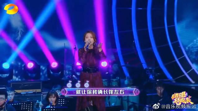 辛晓琪惊喜登出场,演唱经典歌曲《深情相拥和领悟》,让人陶醉~