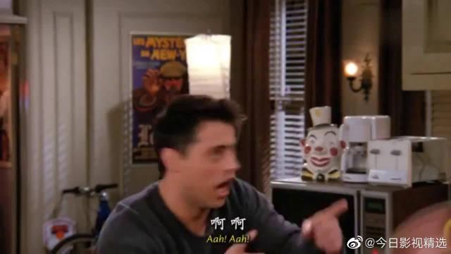 老友记:乔伊还担心那个跟踪狂影迷是个变态,不料是个热辣的美女