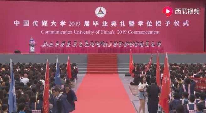 中国传媒大学美女演讲,不看脸只听声音,还以为是中国人!好样的