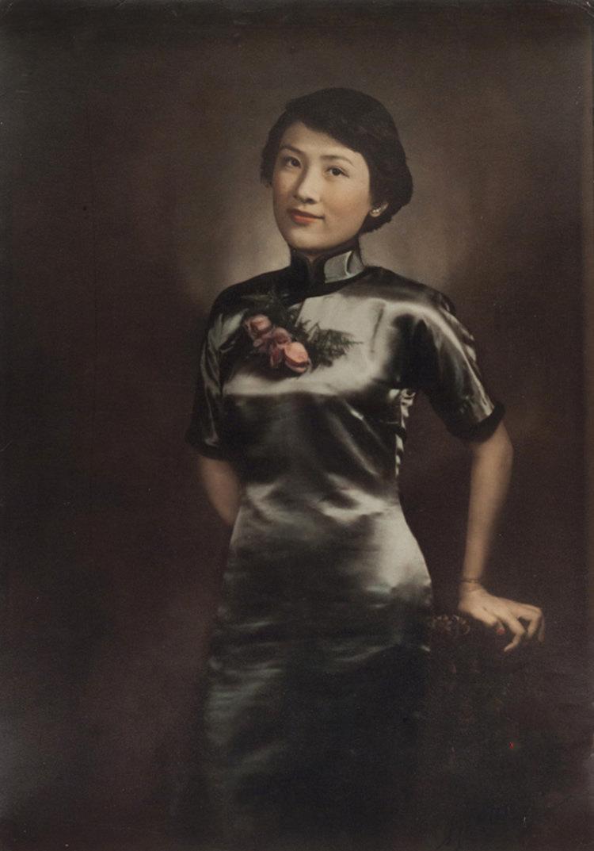 上海滩的女士,五官精致。自20世纪30年代起