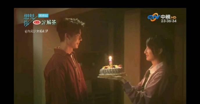 彩蛋!!!穿着中学校服的黄雨萱给28岁的李子维庆祝28岁生日
