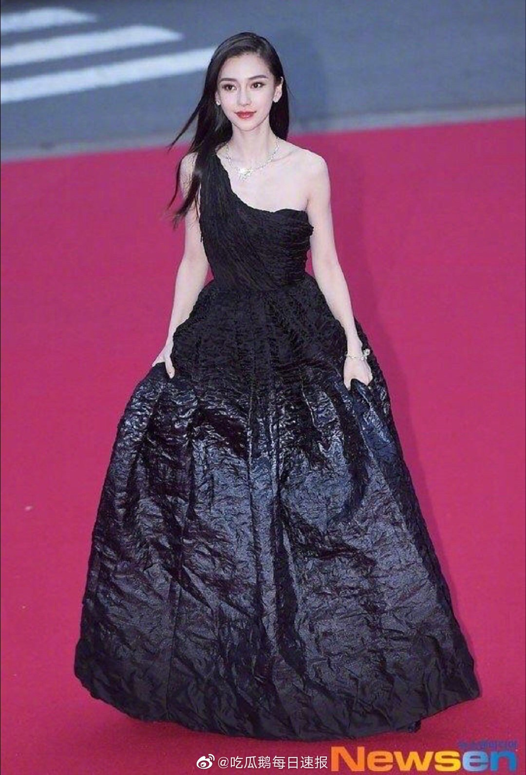 Angelababy出席釜山电影节,来看看韩网新闻图