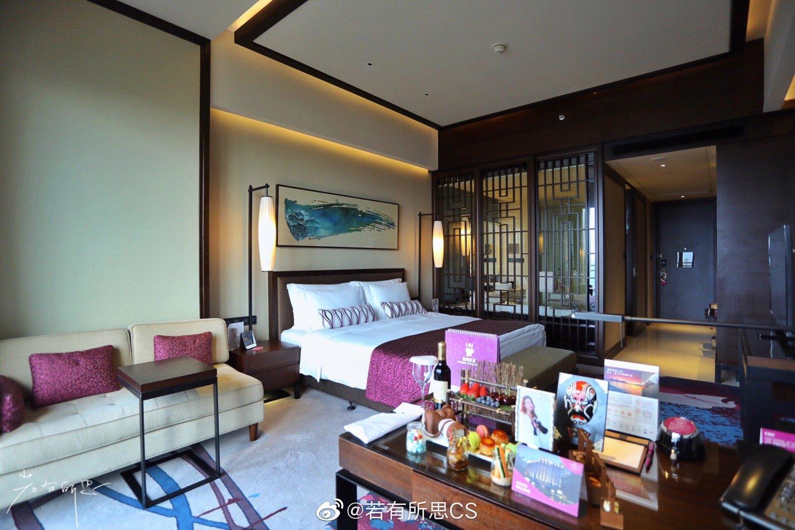 在重庆保利花园皇冠假日酒店,和三五朋友一起过一个周末