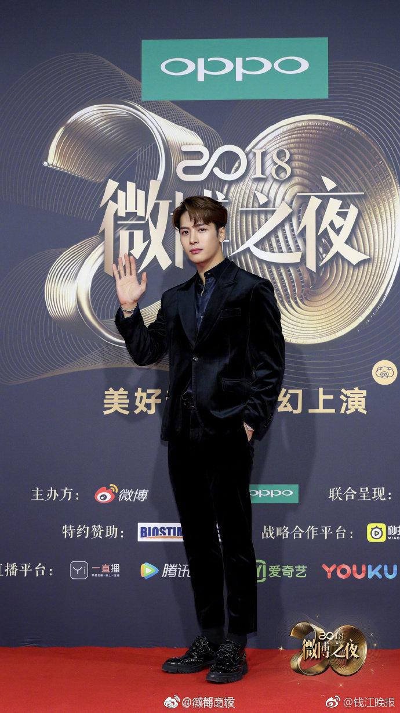 2018#微博之夜红毯#群星闪耀, 朱一龙、蔡徐坤、