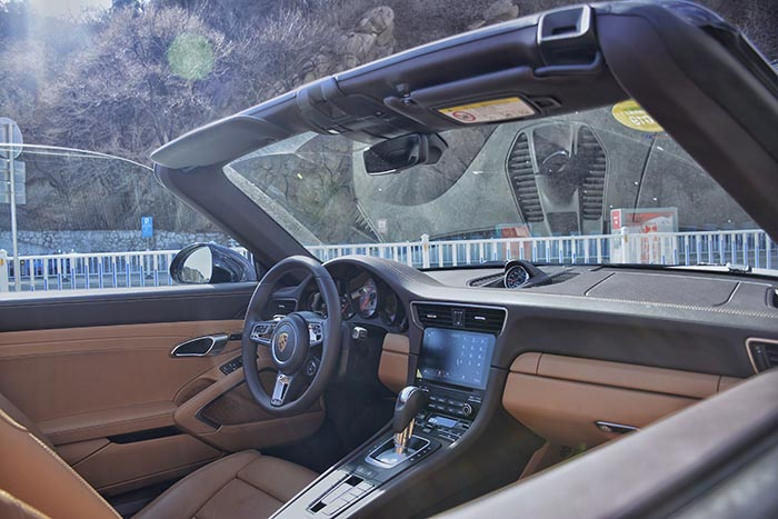 终于摸到了保时捷911,3.0T双增压+7速PDK爆500扭矩,4.3S破百