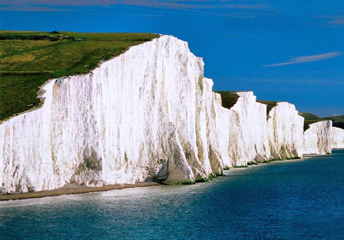 宛如冰淇淋蛋糕的英国白色断崖——Beachy Head。