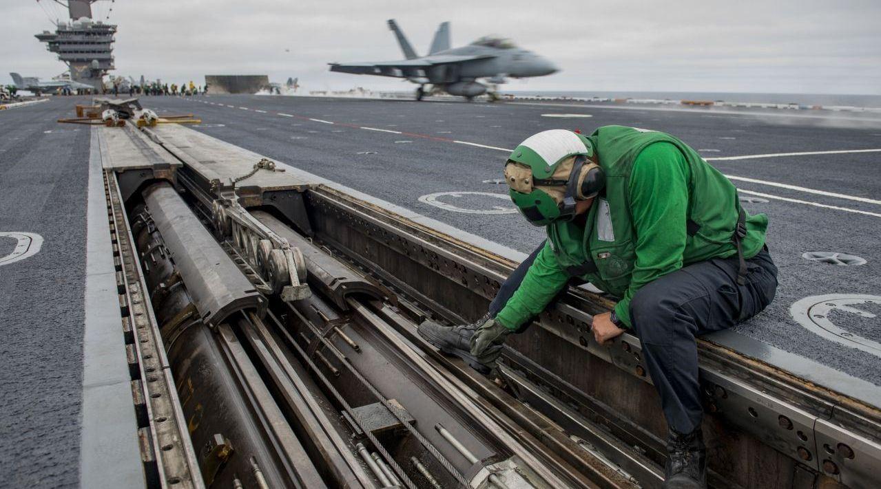 美军航母弹射器被盗,关键数据或已遭泄露,头号怀疑对象锁定东方