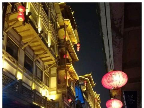 重庆特色餐饮店,这家火锅店保证能让你眼前一亮!