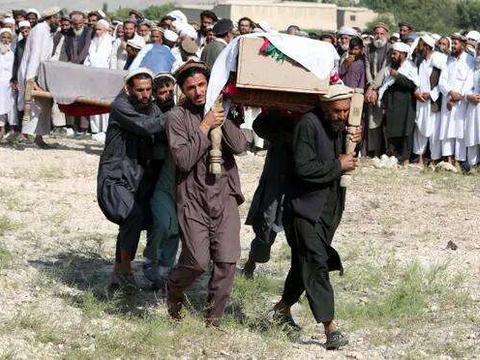 闯下大祸!美军无人机又炸死数十平民,塔利班:谁才是恐怖分子?