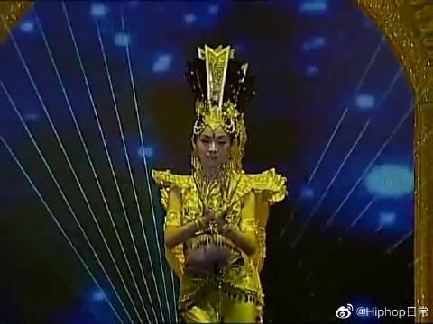 2005年央视春晚舞蹈《千手观音》,表演者:中国残疾人艺术团