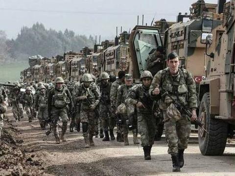 谈判失败,俄罗斯向土耳其发动空袭,坦克被摧毁300士兵当场倒地