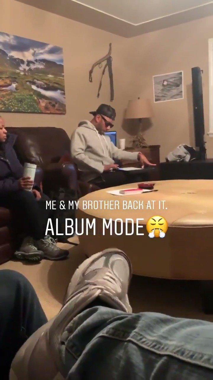 Kanye West和制作人Swizz Beatz在怀俄明州录制专辑作品