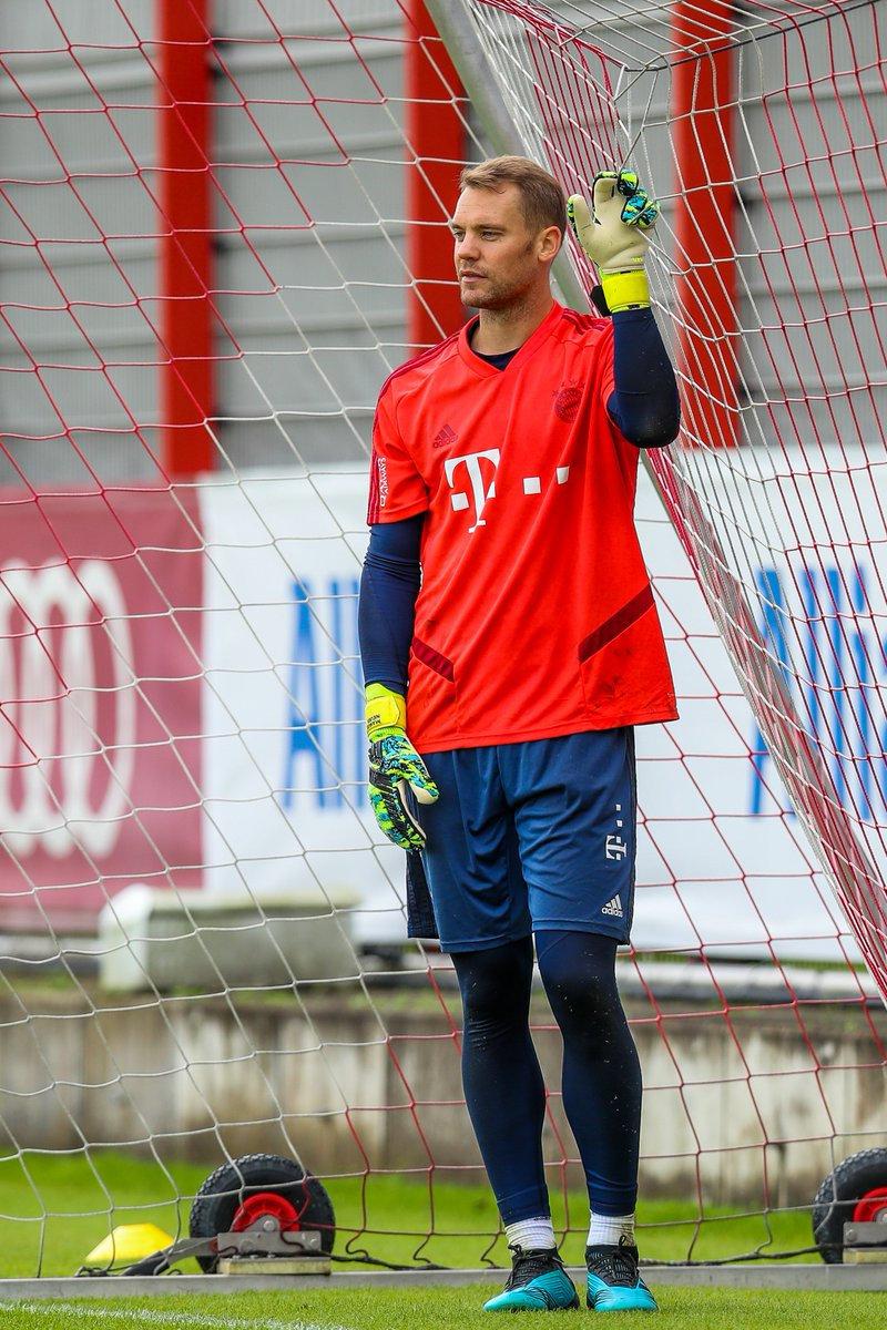 曼努埃尔·诺伊尔Manuel Neuer 1 @诺伊尔ManuelNeuer