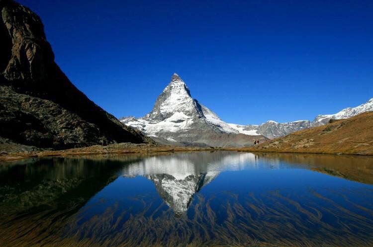 """采尔马特 位于阿尔卑斯山的群峰之中 有""""冰川之城""""美称 是世界著"""