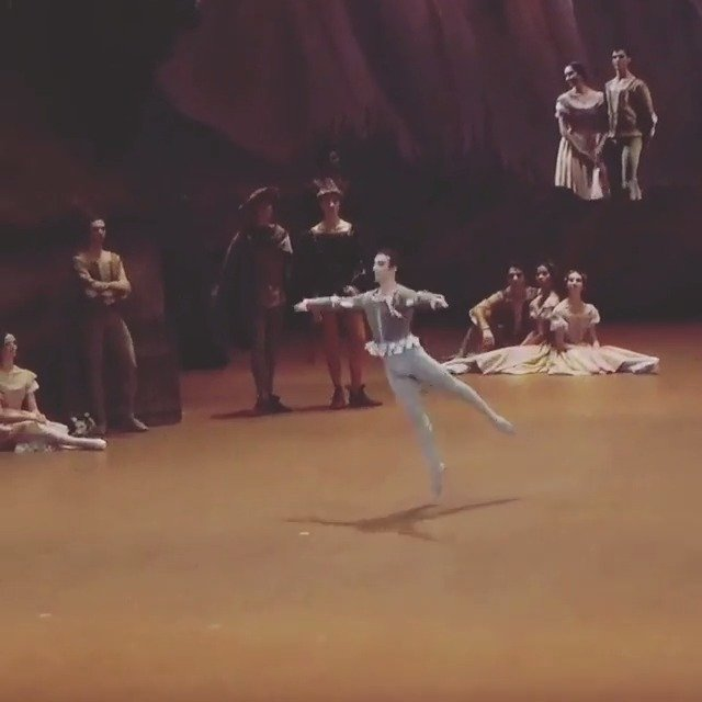 巴黎歌剧院芭蕾舞团 吉赛尔一幕农民双人舞男变奏 Francesco Mura